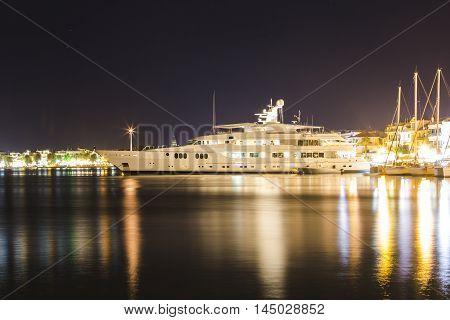 Luxurious Modern Yacht