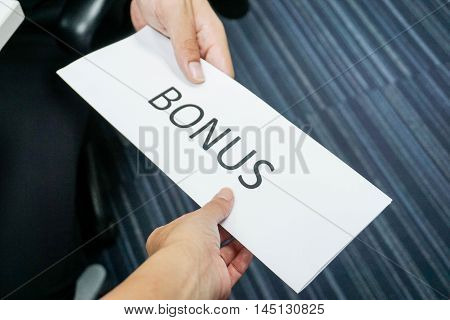 Boss give bonus to the employee by hand