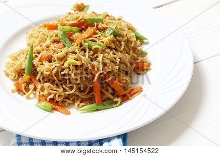 Fried instant noddle with green bean, egg and carrot