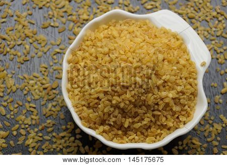 Bulgur or cracked wheat. Traditional wheat to make a kind of pilaf.