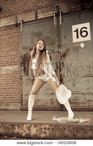schöne junge Mädchen in weiß.