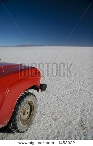 Car In Uyuni Salt Flats - Bolivia