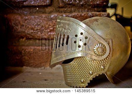 chapéu de metal cavaleiro da idade média