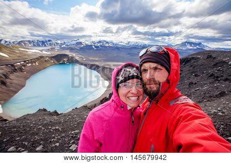 Beautiful highland iceland blue volcano lake, young couple
