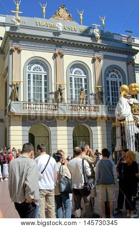 FIGUERES, SPAIN - 05 MAY, 2005: The queue of people at the Dali museum entrance. Theatre and museum of the artist Salvador Dali in his home town of Figueres, Catalonia, Spain .