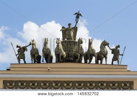 victorious chariot triumphantly over the arch in St. Petersburg