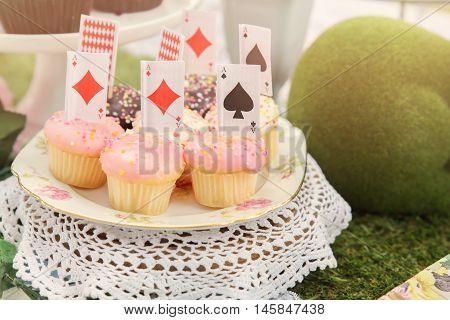 mini cupcakes Alice in wonderland tea party toning