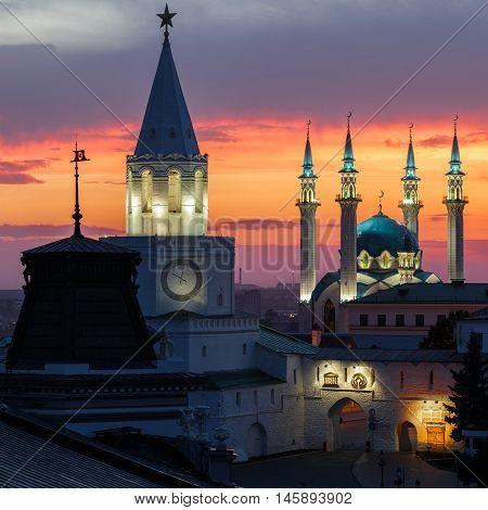 The white-stone Kazan Kremlin and Kul Sharif mosque with a fiery sunset.