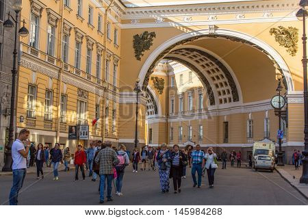 St.PETERSBURG, RUSSIA - AUG 31, 2016: Gate to Palace Square - connecting Nevsky Prospekt with Palace Bridge leading to Vasilievsky Island, is the central city square and of the former Russian Empire.