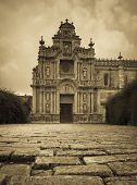 image of carthusian  - The cobble stones in the courtyard of the Carthusian in Jerez in Antique tones - JPG