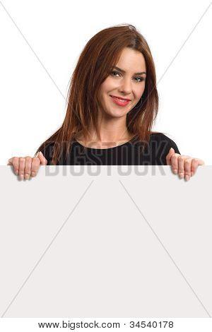 Bela fêmea segurando cartaz em branco