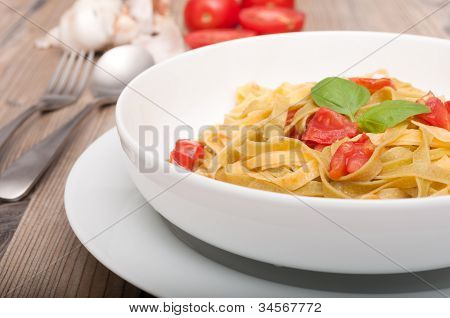 Pasta With Garlic And Tomatoes