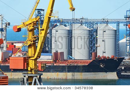 Cargo crane, ship and grain dryer