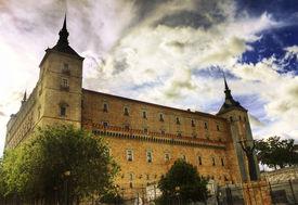 picture of zar  - Building castle  - JPG