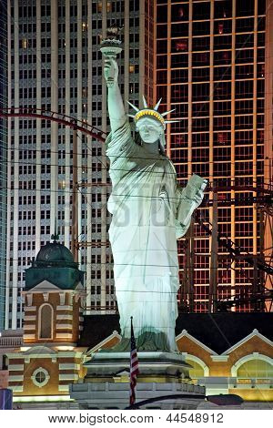 Replica Of The Statue Of Liberty In New York-new York On The Las Vegas Strip At Night