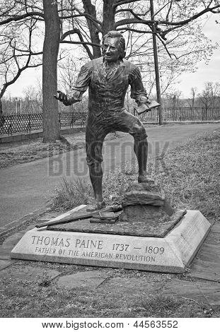 Thomas Paine Statue Bw