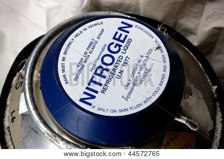 Um banco de nitrogênio líquido.