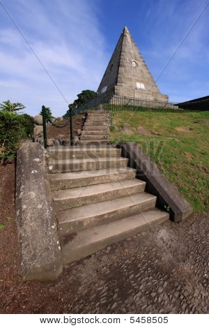 Star Pyramid 1, Stirling