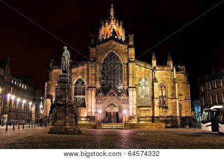 Edinburgh cathedral night view