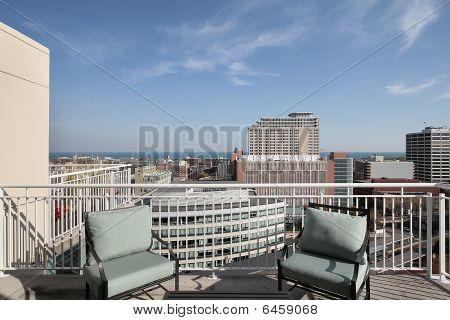 Dachterrasse mit Blick auf den See