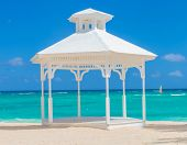 foto of wedding arch  - wedding arch  on the beach of punta cana - JPG