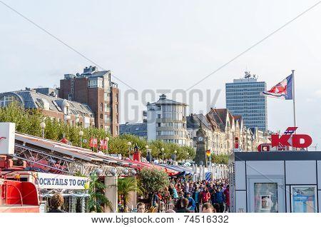 Düsseldorf Atlstadt.die Shore Promenade