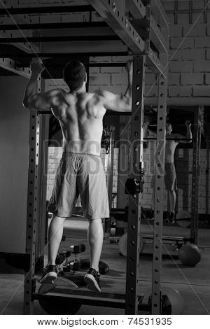 Toes to bar back man pull-ups 2 bars workout
