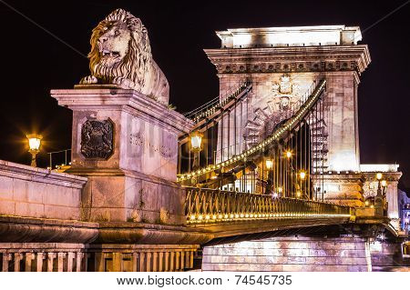 Night View Of The Famous Chain Bridge In Budapest, Hungary. The Hungarian Name Of The 203 Meters Lon