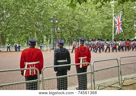 Rescue Officers On Guard Near Buckingham Palace