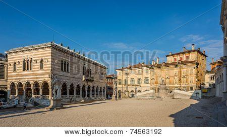 Liberta Place With Loggia Del Lionello In Udine