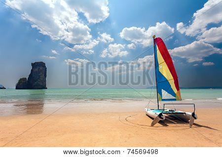 Catamaran, Beach