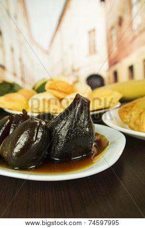 traditional ecuadorian food figs with honey higos con queso