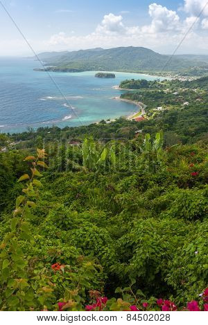 Caribbean beach on the northern coast of Jamaica, near Dunn's River Falls and town Ocho Rios.