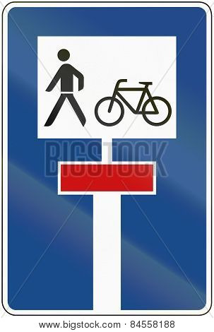 Dead End With Bikepath And Footpath