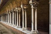 picture of quadrangles  - Pillars insde Eglise des Jacobins or Church of the Jacobins in Toulouse - JPG