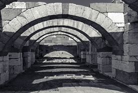 picture of empty tomb  - Interior of empty corridor with arcs - JPG