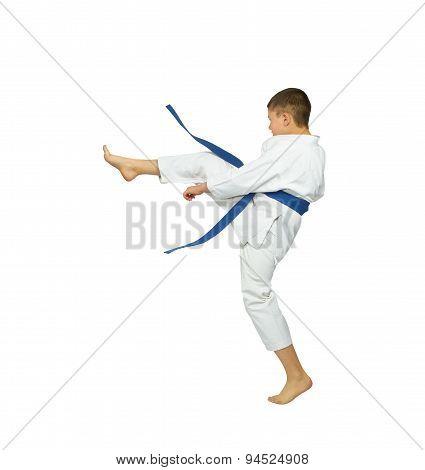 With blue belt sportsman beats kick leg