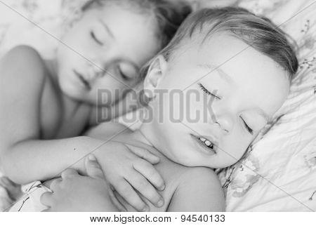 Красивая сестра спит порно 67135 фотография