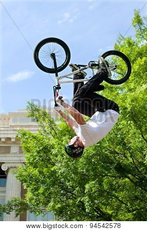 Pro Rider Flips Upside Down In BMX Bike Competition