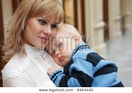 Child at hands of his mother close-up.
