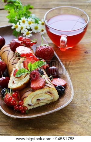 biscuit roulade with butter cream and fresh berries