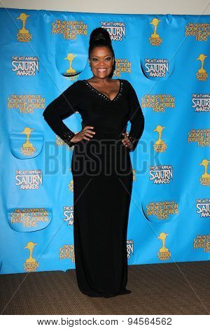 LOS ANGELES - JUN 25:  Yvette Nicole Brown at the 41st Annual Saturn Awards Press Room at the The Castaways on June 25, 2015 in Burbank, CA