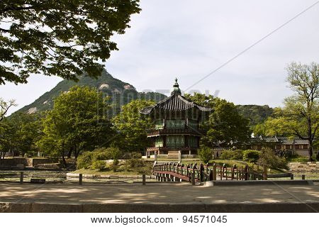 Hyangwonjeong Pavilion At Gyeongbokgung Palace In Seoul, South Korea.