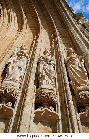 Cultus statues