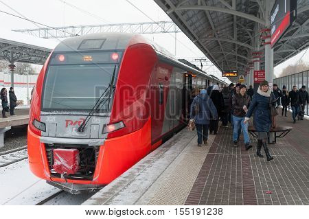 MOSCOW - NOVEMBER 1: Passengers leaving the train at
