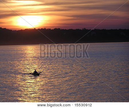 Lone canoe on the Ohio
