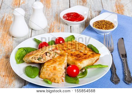 Flatbread Stuffed With Chicken Meat, Cucumber, Coleslaw, Tomato ,spinach