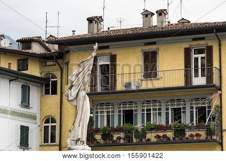 Lovere (Bergamo Lombardy Italy): exterior of historic house