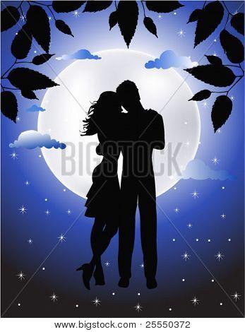 Pareja de enamorados bajo la luz de la luna