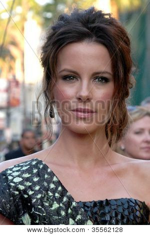 LOS ANGELES - AUG 1:  Kate Beckinsale arrives at the
